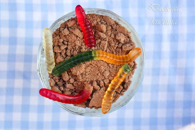 dirt cake, ziemia z robakami, deser z robakami, deser dla biologa