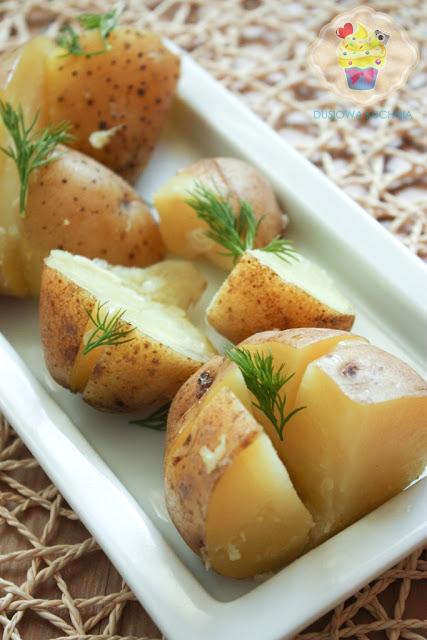 ziemniaki z parowaru, ziemniaki z masłem czosnkowym, ziemniaki z czosnkiem z prawowaru