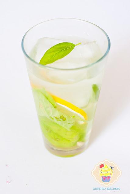 lemoniada z bazylią, lemoniada z bazylią i cytryną, przepis na ciekawą lemoniadę, przepis na lemoniadę