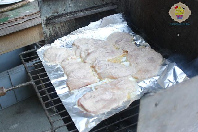 grillowane piersi w marynacie jogurtowej, grillowany filet z kurczaka, soczyste piersi