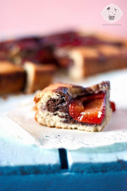 ciasto marmurkowe ze śliwkami, ciasto marmurkowe na maślance, ciasto ze śliwkami,