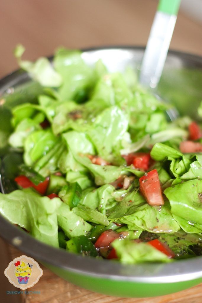 surówka z sałatą i pomidorami, sałata z pomidorami