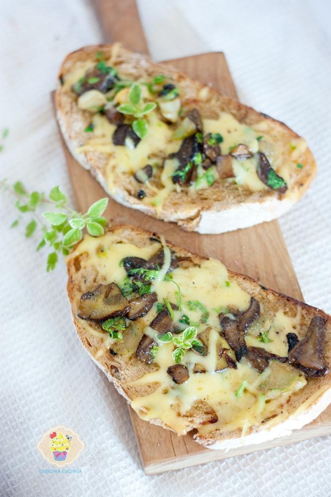 grzanka z grzybami, grzanka z grzybami leśnymi, grzanki z grzybami i serem