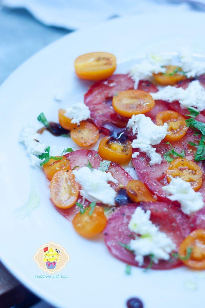 sałatka z pomidorów, sałatka pomidorowa, sałatka z pomidorów i mozzarelli