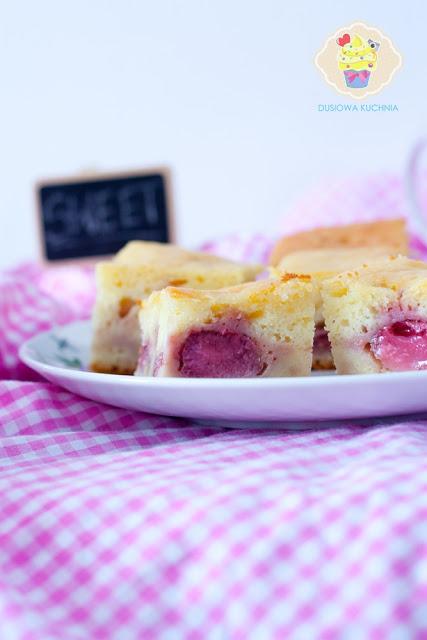 proste ciasto z truskawkami, proste jogurtowe ciasto z truskawkami, jogurtowe z truskawkami