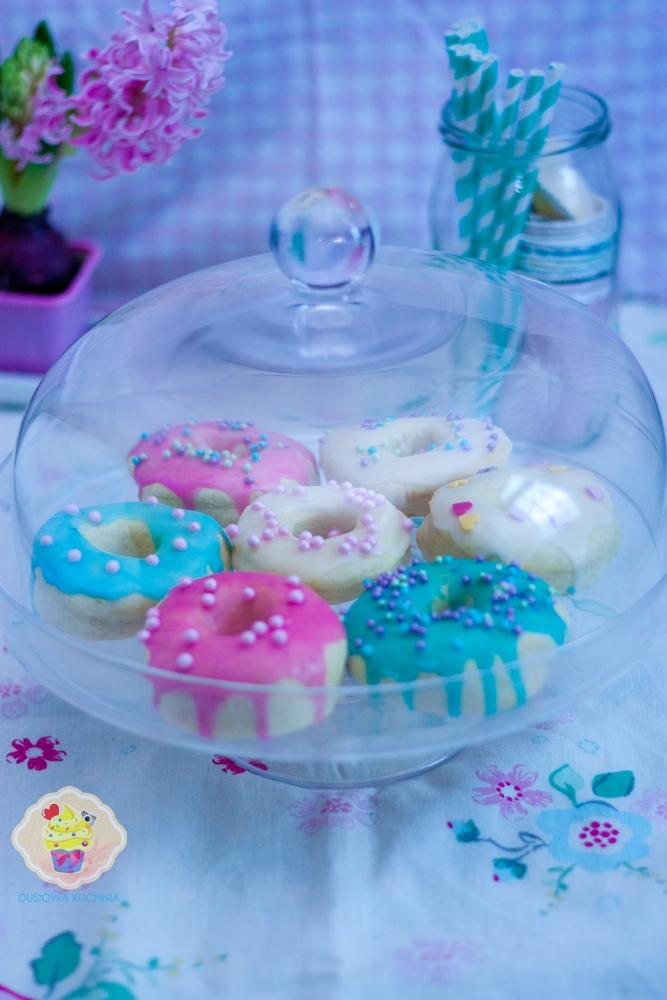 donaty przepis, przepis na doughnuts, pączki z dziurką, pączki lukrowane, przepisy na tłusty czwartek