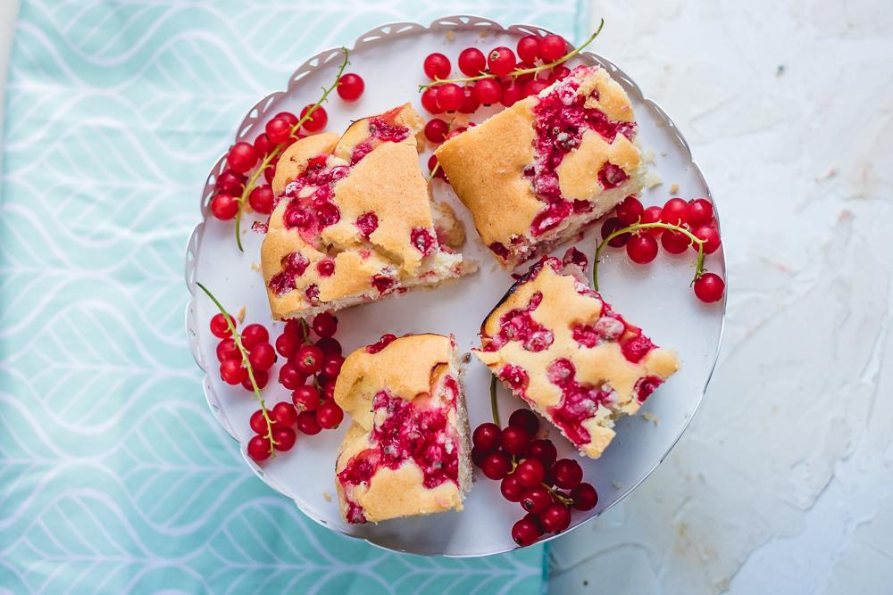 proste ciasto z porzeczkami czerwonymi