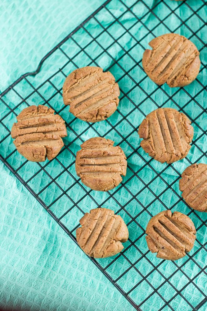 proste ciasteczka orzechowe z 3 składników